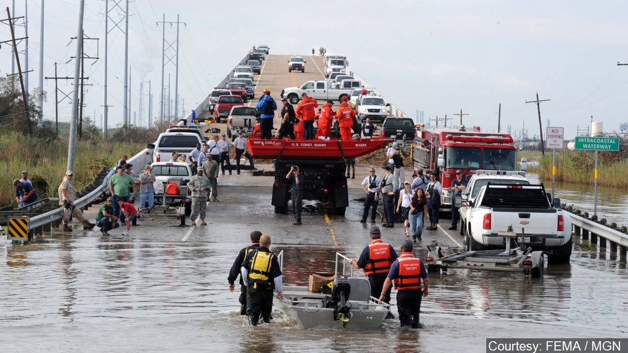 Hurricane Ike rescues (Courtesy: FEMA)