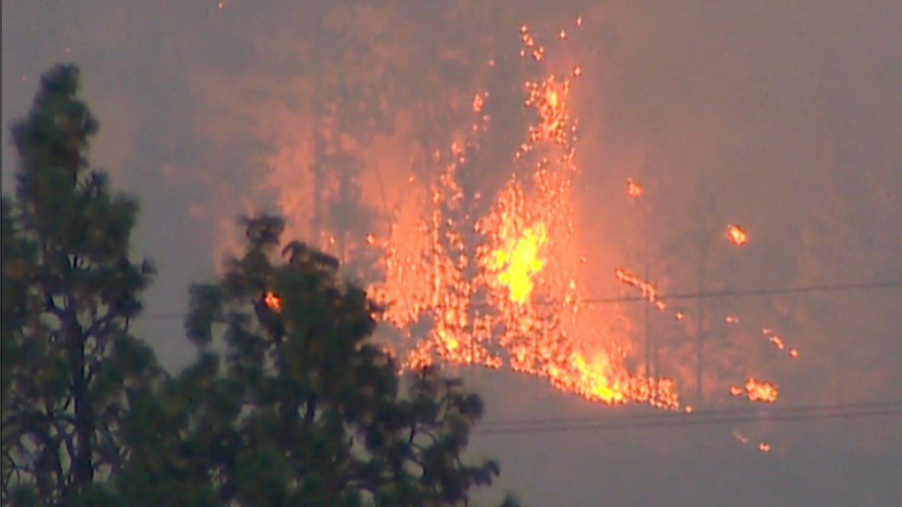 Homes threatened by fast-moving fire near Leavenworth