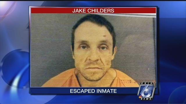 Escaped prisoner killed in gun battle with officers in Texas