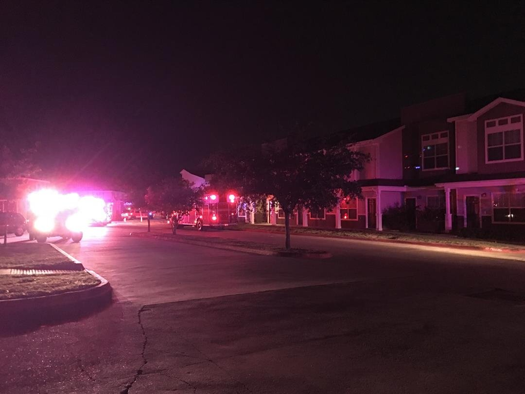 The Corpus Christi Fire Department quickly extinguished a townhome fire overnight.