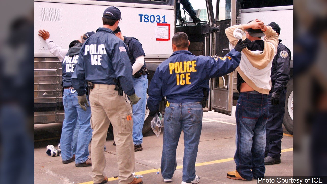 PHOTO: Immigration and Customs Enforcement (ICE) Agents