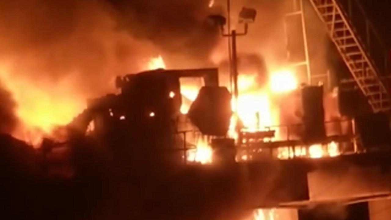PHOTO: Louisiana Oil Rig Explosion in Lake Pontchartrain, Photo Date: 10/15/2017 (Photo: Erik Hanson)