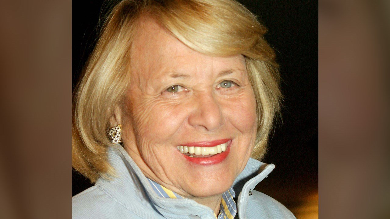 PHOTO: Liz Smith, popular NY gossip columnist, dead at 94, Photo Date: 10/26/04 (Photo: ZUMA Press)