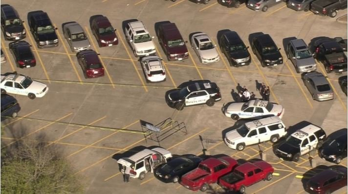 Shooting, stabbing at Houston mall leaves 2 injured on Black Friday