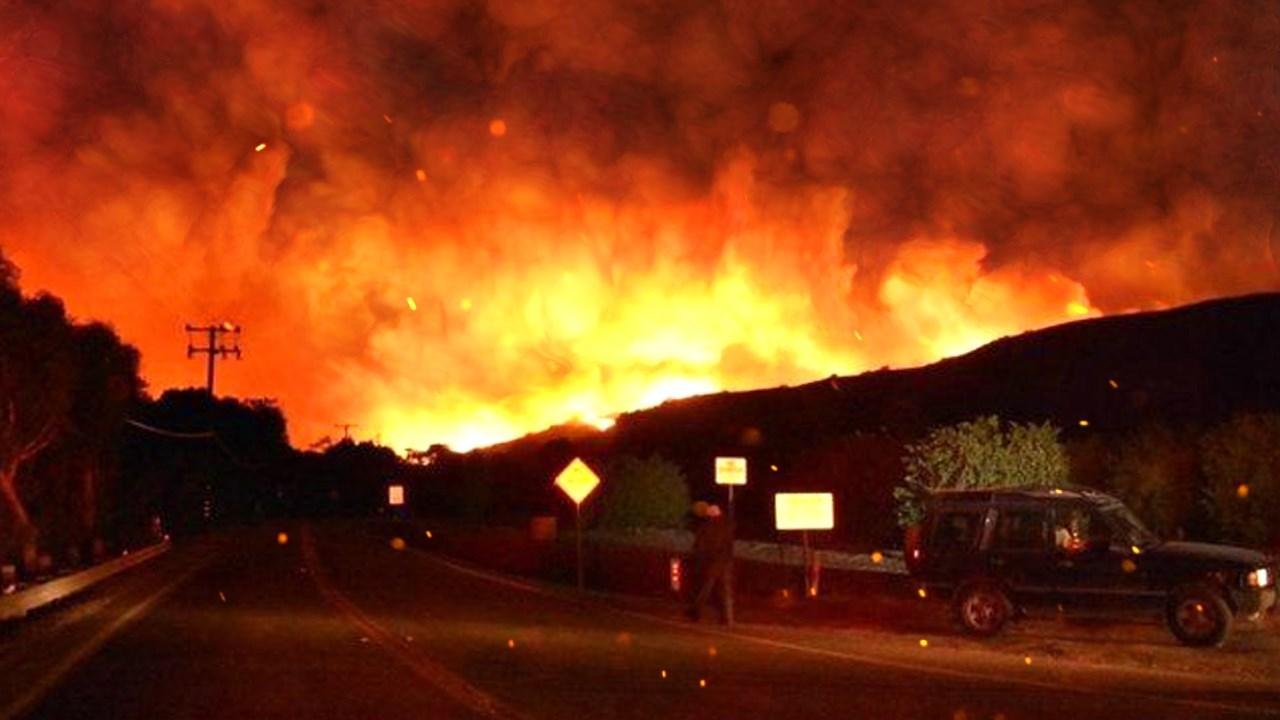 Photo: Thomas Wildfire in Ventura County, California