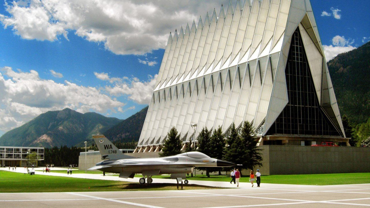 The US Air Force Academy in Colorado Springs, CO. Photo: EpicV27 / Wikipedia / CC BY-SA 4.0 / MGN