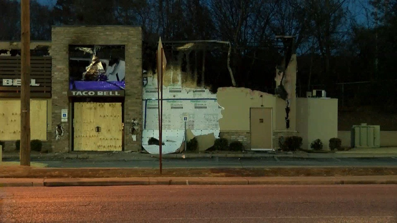 Fans hold candlelight vigil for Taco Bell destroyed in fire