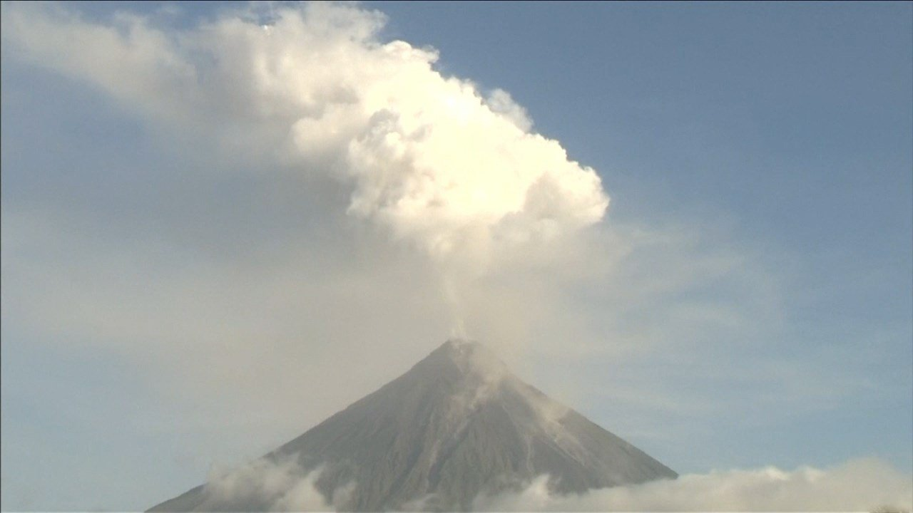 119 volcanic quakes recorded as Mayon continues to spew lava, pyroclastic materials