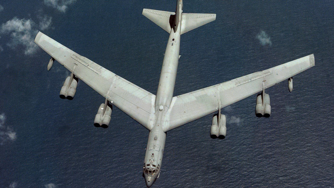 PHOTO: U.S. B-52 Bomber, Photo Date: 12/9/98